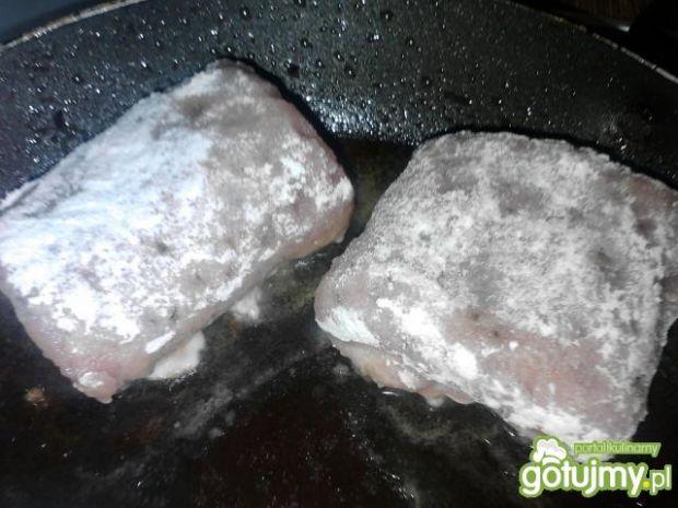 Schab faszerowany pieczarkami
