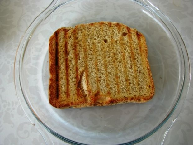 Schab na chlebie zapiekany pod beszamelem