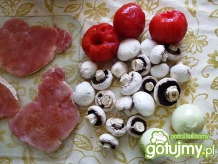Schab na pomidorowo z pieczarkami