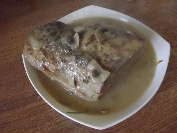 Schab pieczony w sosie pieczarkowym