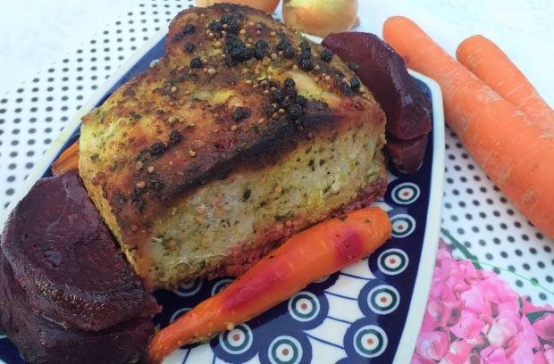 Schab pieczony z marchewką i burakami