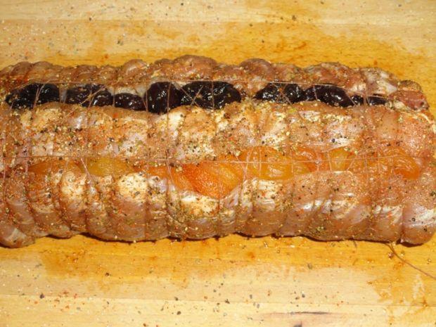 Schab pieczony z morelami i śliwkami