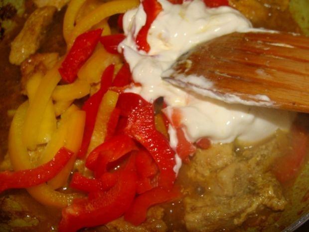 Schab w sosie curry z papryką
