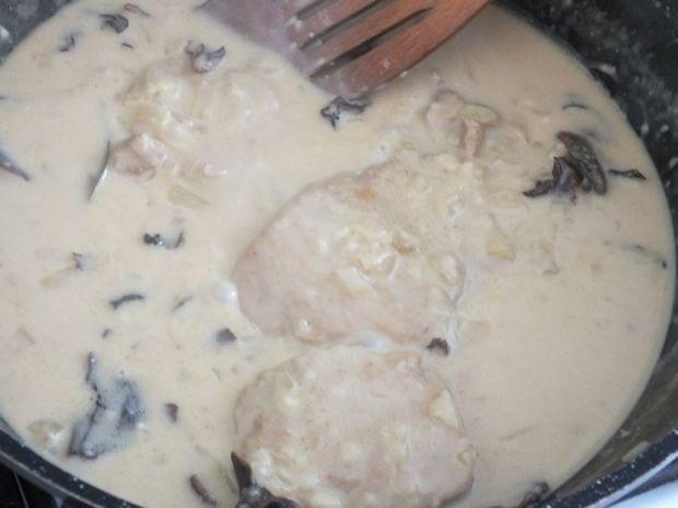 Schab w sosie z suszonych grzybów