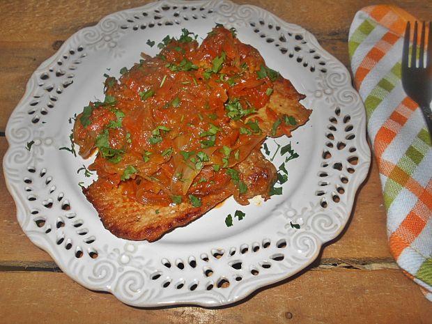 Schab z cebulą i marchewką