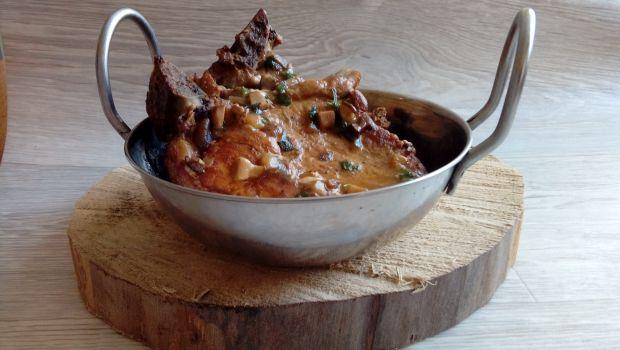 Schab z kością w sosie grzybowo - pietruszkowym