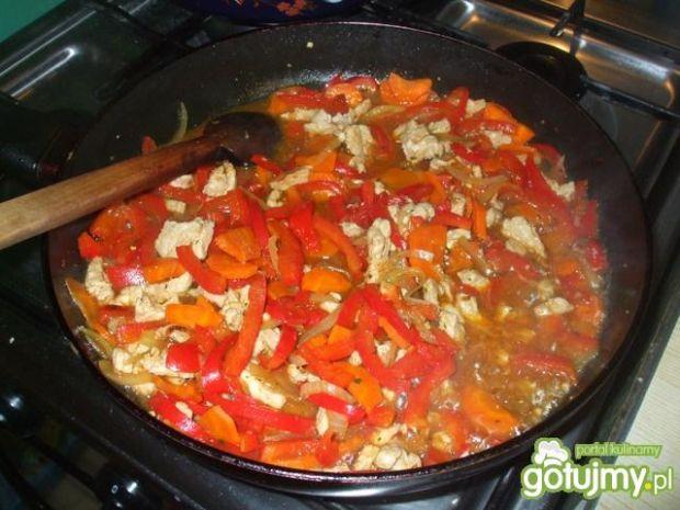 Schab z warzywami i makaronem z zupki