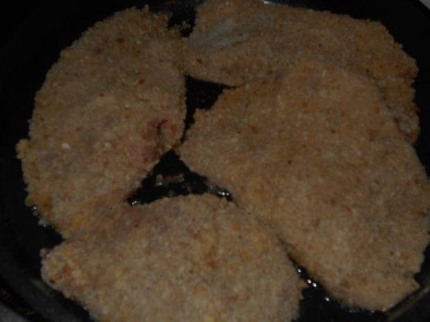 Schabowe kieszonki z kiełbasą jajkiem i rzodkiewką