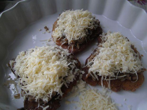Schabowe zapiekane z pieczarkami i serem