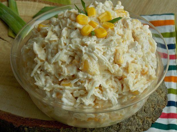 Selerowa sałatka z kurczakiem i ananasem