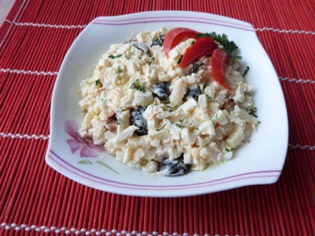 Selerowa sałatka z oliwkami