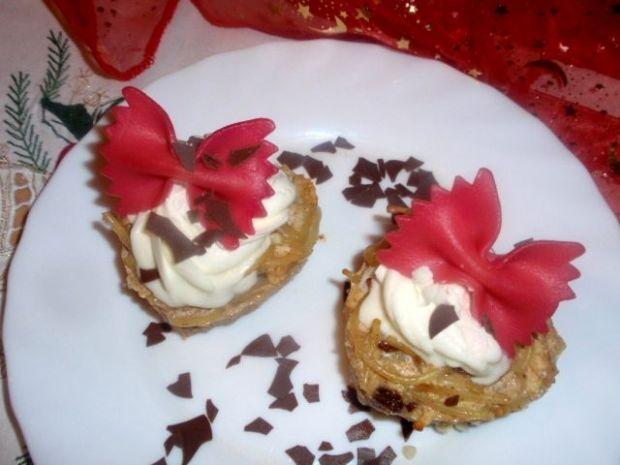 Serduszka makaronowe z różową kokardką