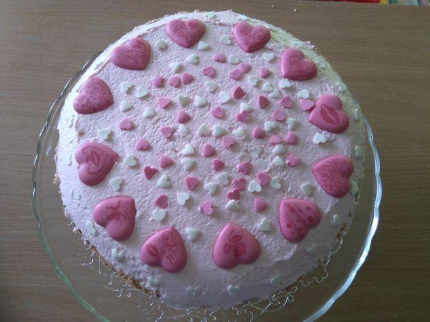 Serduszkowy tort urodzinowy