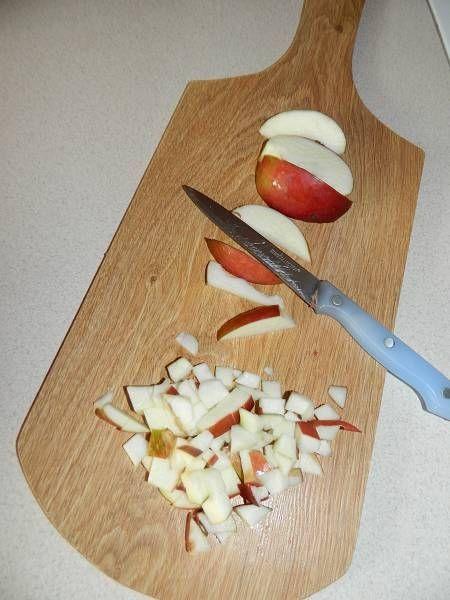 Serek wiejski z jabłkiem i orzechami
