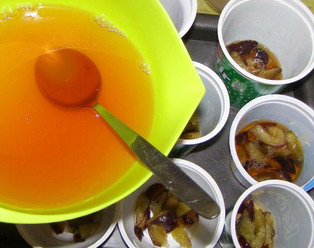 Serniczki kawowe ze śliwkami,sezamkami na zimno