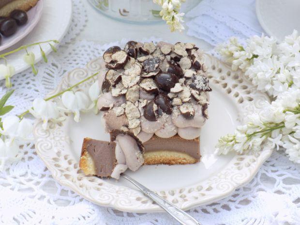 Sernik czekoladowy z ciasteczkami i bitą śmietaną