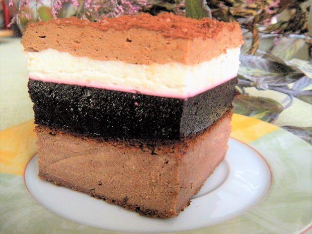 Sernik czekoladowy z musem z czarnej porzeczki