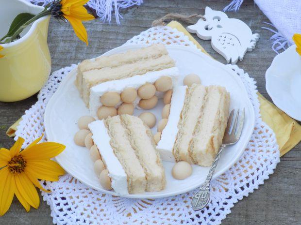 Sernik gotowany na krakersach z bitą śmietaną
