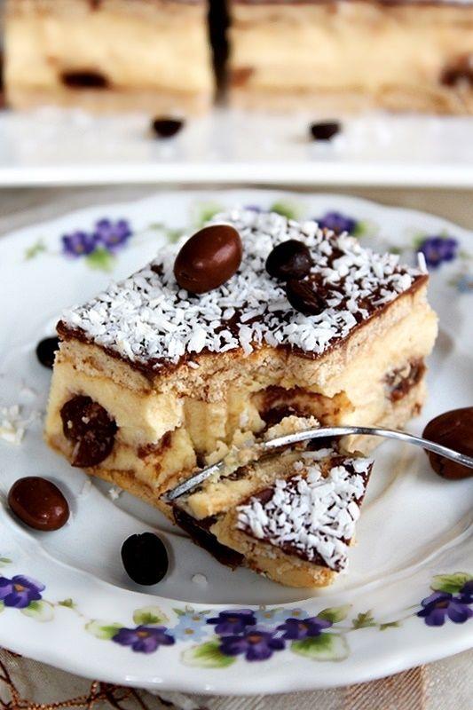 Sernik gotowany z rodzynkami w czekoladzie