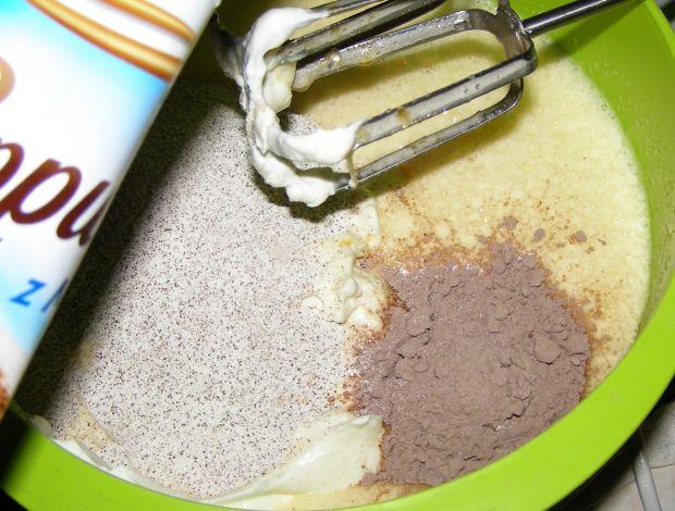 Sernik jogurtowy cappuccino z delicjami, galaretką