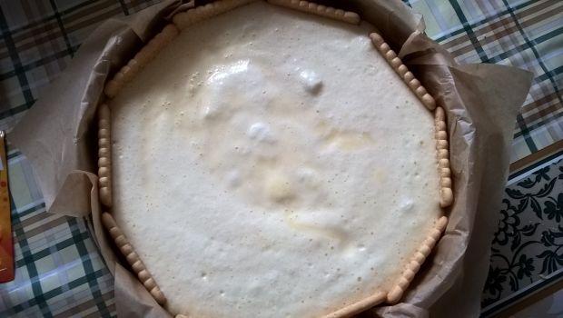 Sernik jogurtowy z jeżynami