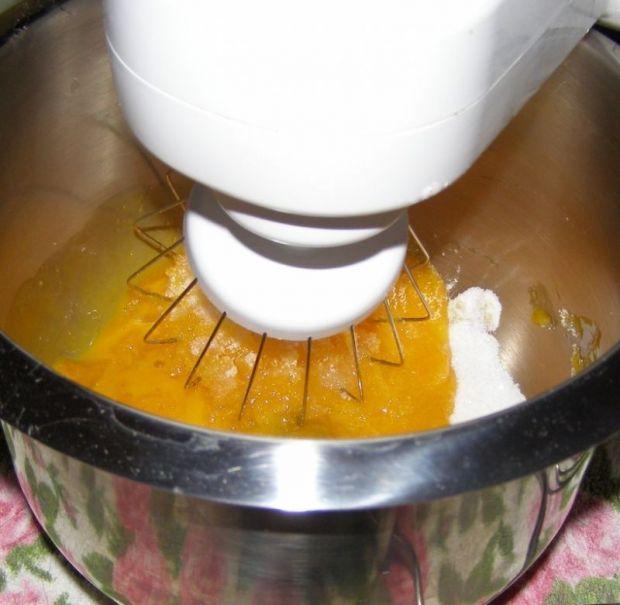 Sernik mieszany z pomarańczami bez spodu.