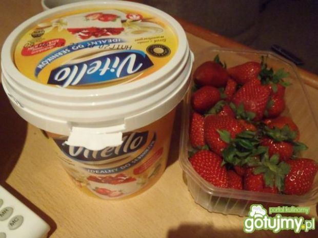 Sernik na zimno z truskawkami 8