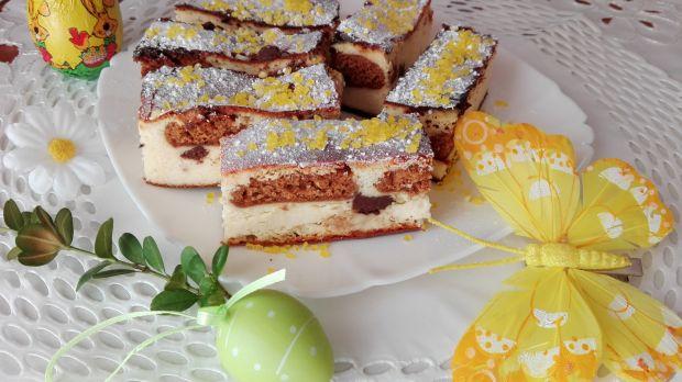 Sernik tradycyjny z pierniczkami i czekoladą