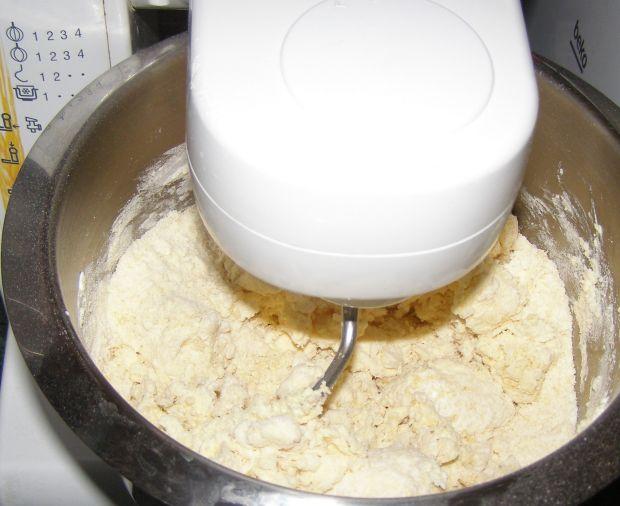 Sernik twarogowo-jogurtowy z wiśniami