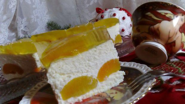 Sernik z brzoskwinami i galaretką bez tłuszczu