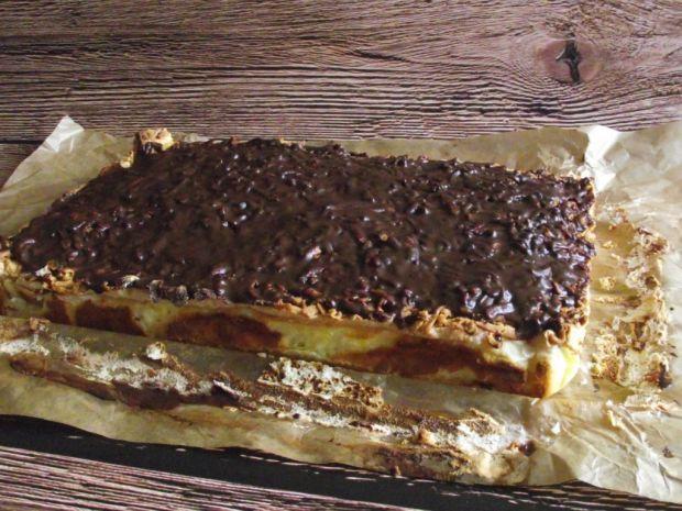 Sernik z brzoskwiniami i czekoladą