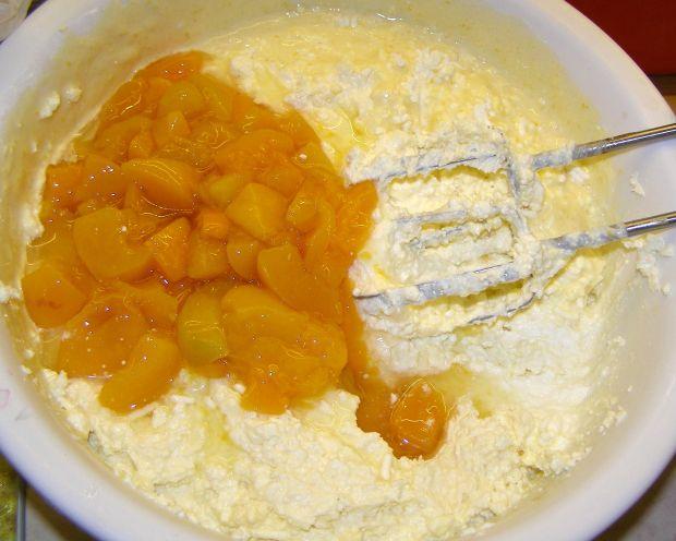 Sernik z ziemniakiem i brzoskwiniami pieczony