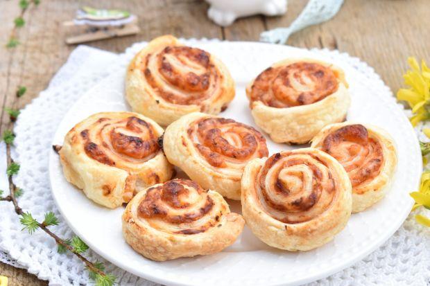 Serowe ślimaczki z ciasta francuskiego