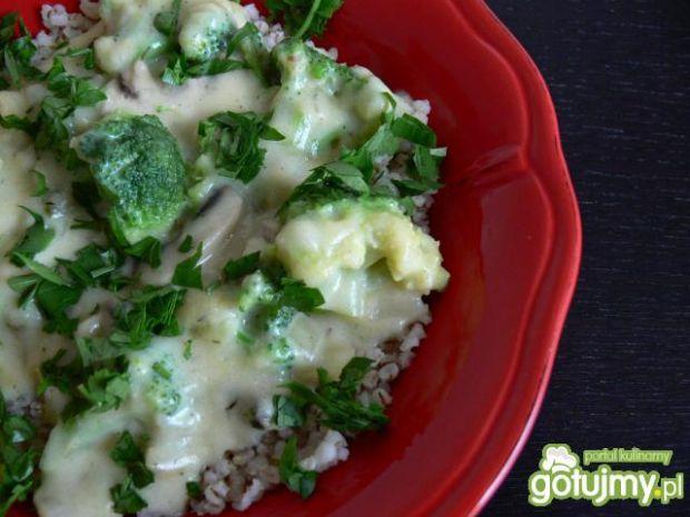 Serowy mix z brokułami i kaszą jęczmienn
