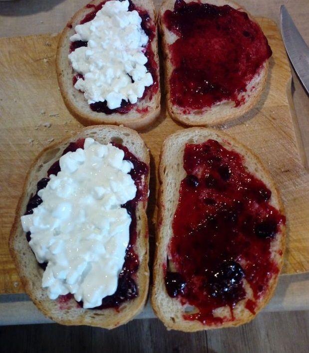 Sie tosty z serkiem wiejskim