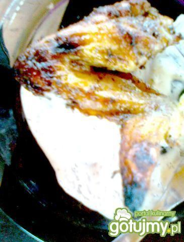 Skrzydełka i sos z grillowanego czosnku