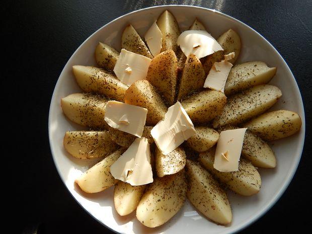 Skrzydełka kurczaka z pieczonymi ziemniakami