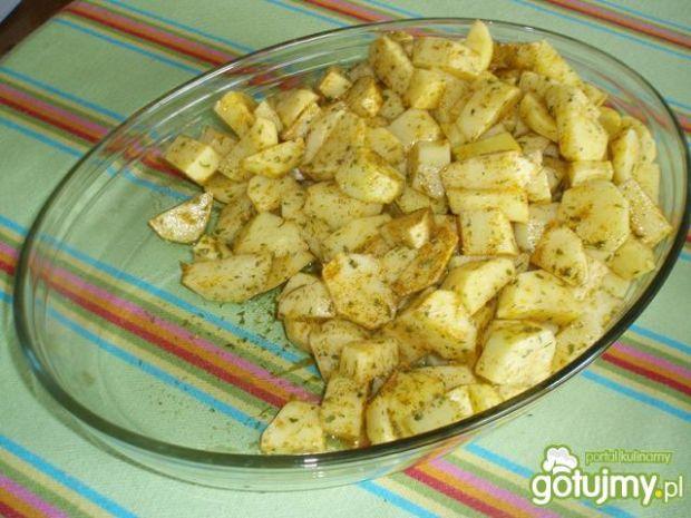 Skrzydełka z piekarnika z ziemniakami