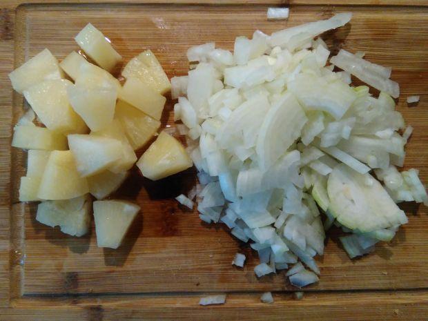 Śledź z ananasem i sosem curry