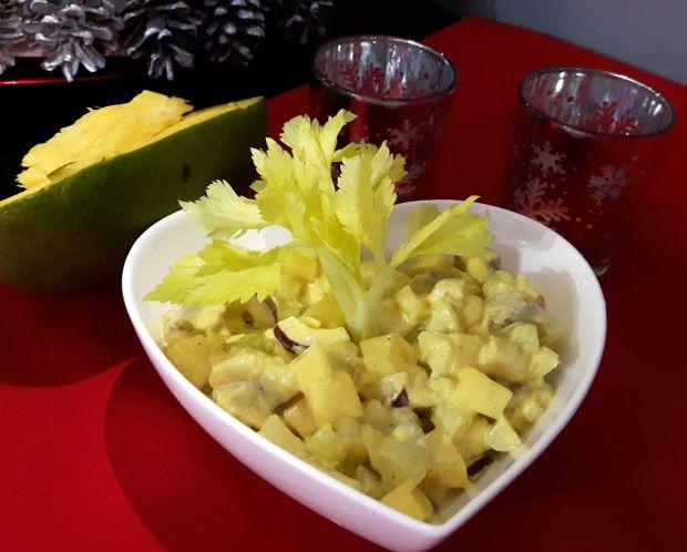 Śledzie curry z mango w tartaletkach