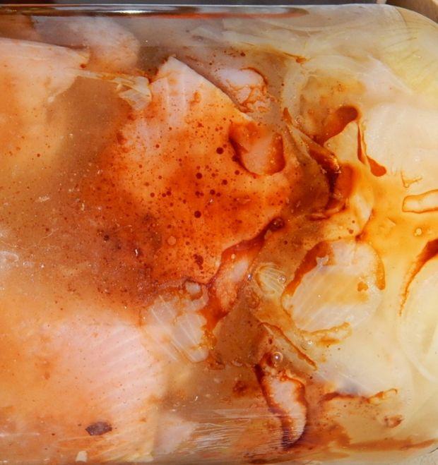 Śledzie korzenne z miodem i sosem sojowym