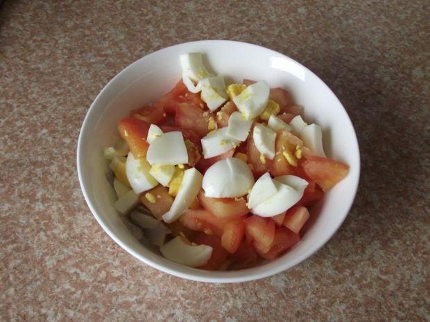 Śledziowa sałatka z pomidorem