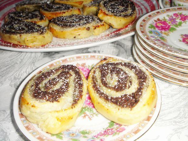 Ślimaczki z ciasta francuskiego z masą makową