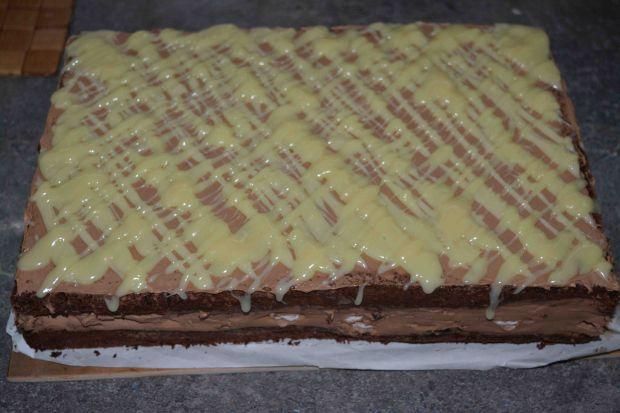Śliwkowo- czekoladowy  bezowiec