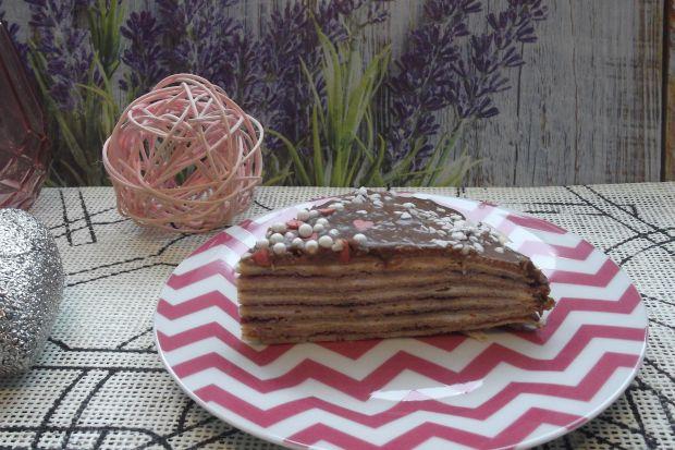 Słodki tort naleśnikowy