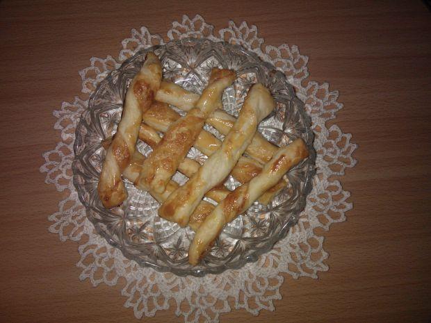 Słodkie paluszki z ciasta francuskiego