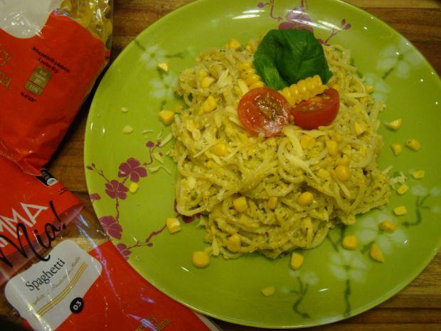 Słoneczne spaghetti zkukurydziano-laskowym pesto