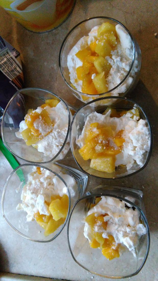 Słoneczny bałagan z ananasem i mango