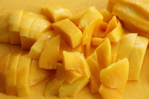 Słoneczny deser z morelami i mango