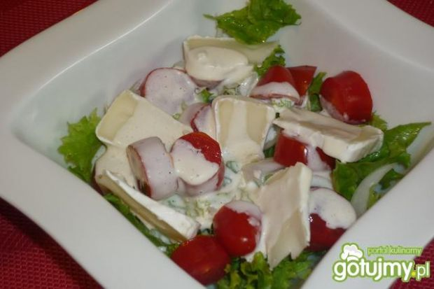 Smaczna sałatka z serem pleśniowym